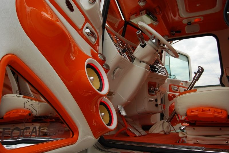 Nice Fiberglass Work In This Cab With The Creamsicle Interior Truckporn Truck Interiors