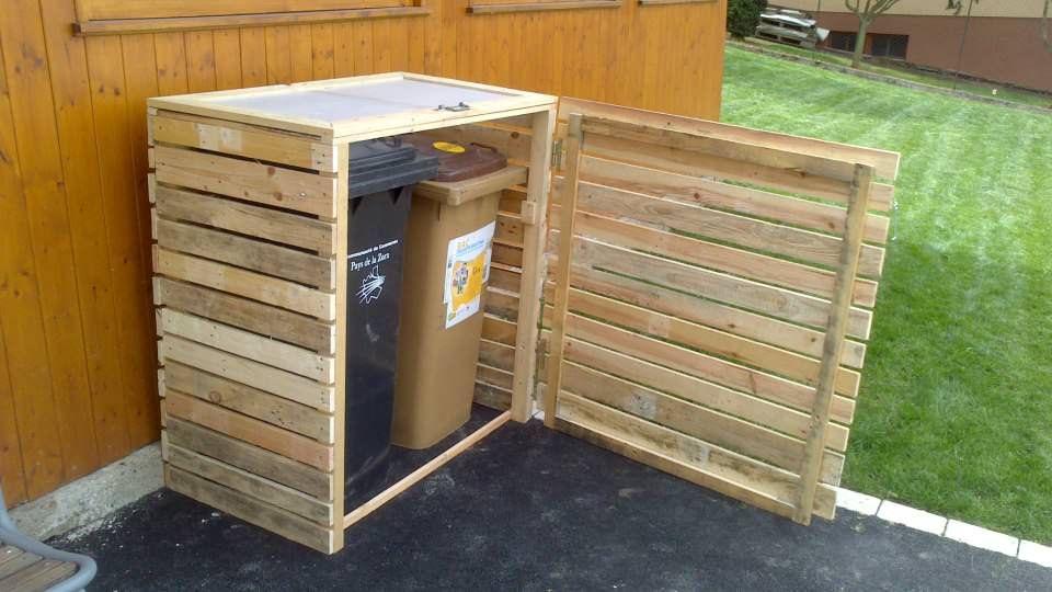 Pallet Garbage Bin Shelter   Pallet home decor, Diy pallet ...