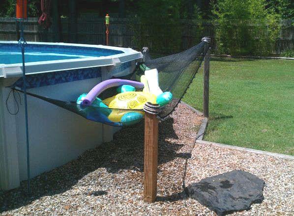 Hamac pour ranger les jouets autour de la piscine for Above ground pool storage ideas