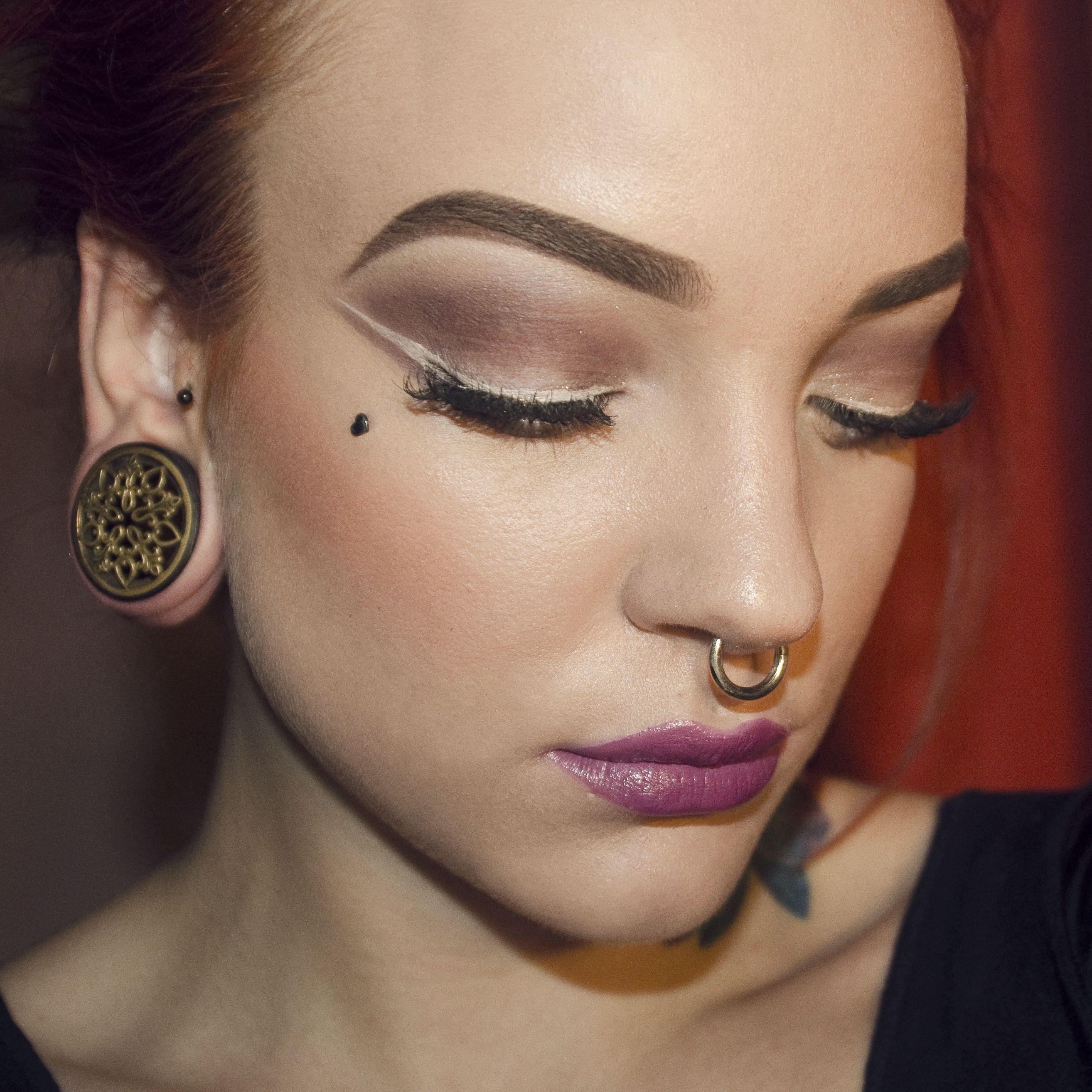 Makeup white eyeline and violet ipstick by Koki9