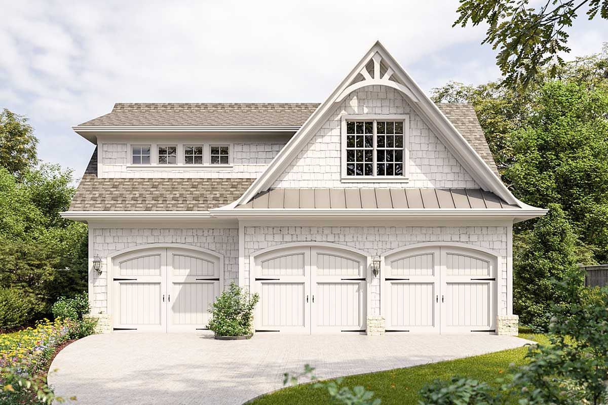 This Carriage House Presents An Abundance Of Character With Arched Garage Doors Shake Si Carriage House Apartments Carriage House Plans Carriage House Garage