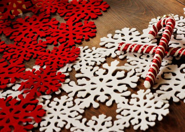 felt snowflake table runners--to make with the silhouette?