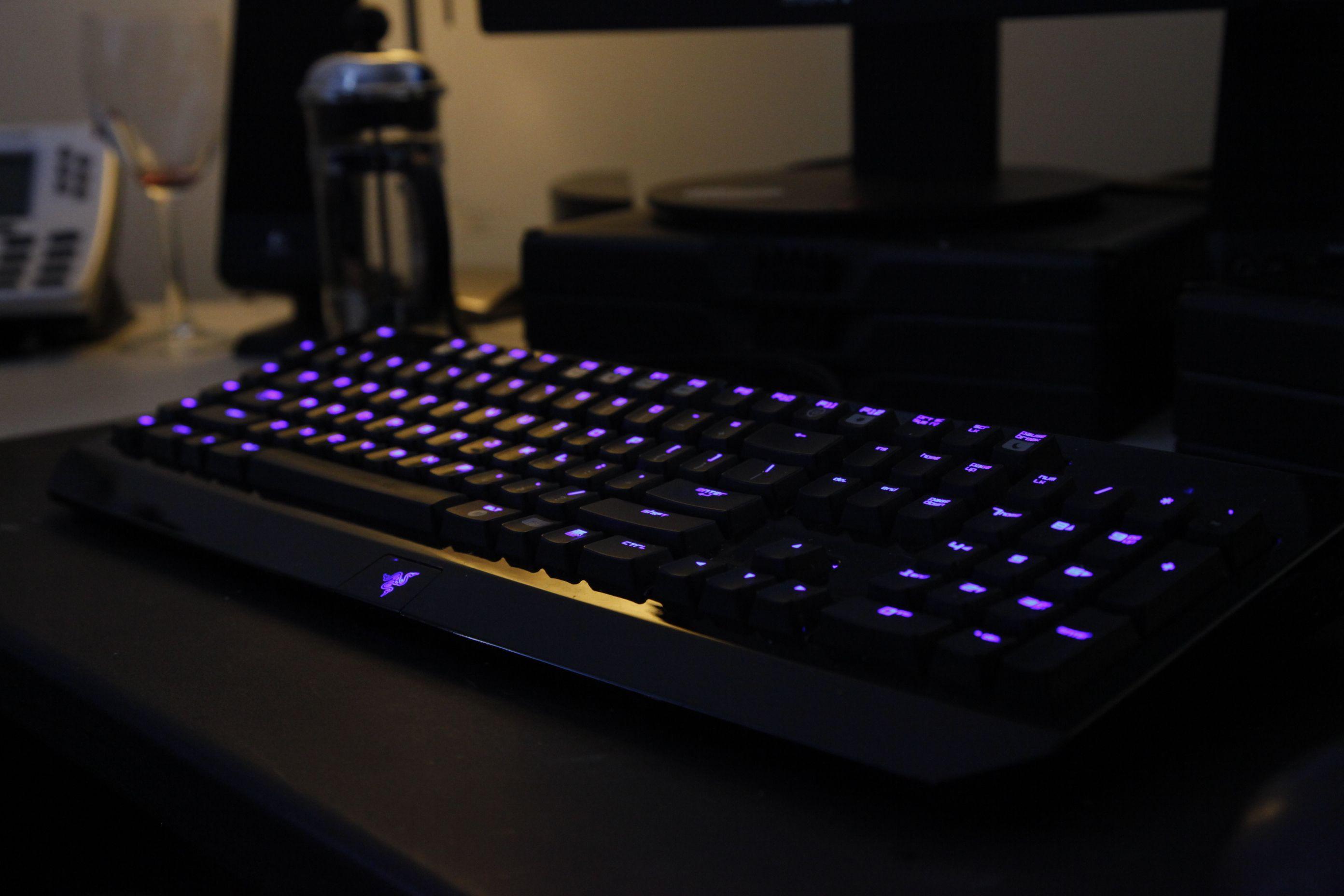 Razer keyboard, it glows! Keyboard, Razer, Video game