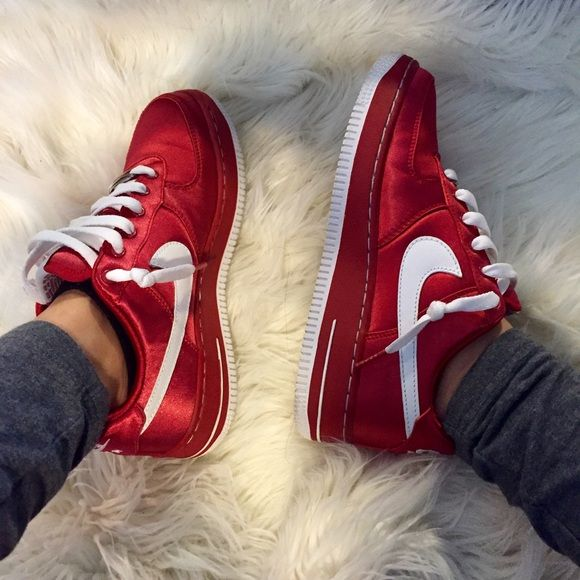 Air Force 1 Gs Valentines Day These Are Perfect For The Sneaker Lovers Not Only Are They A Beautiful Velvet Red They Are Satin