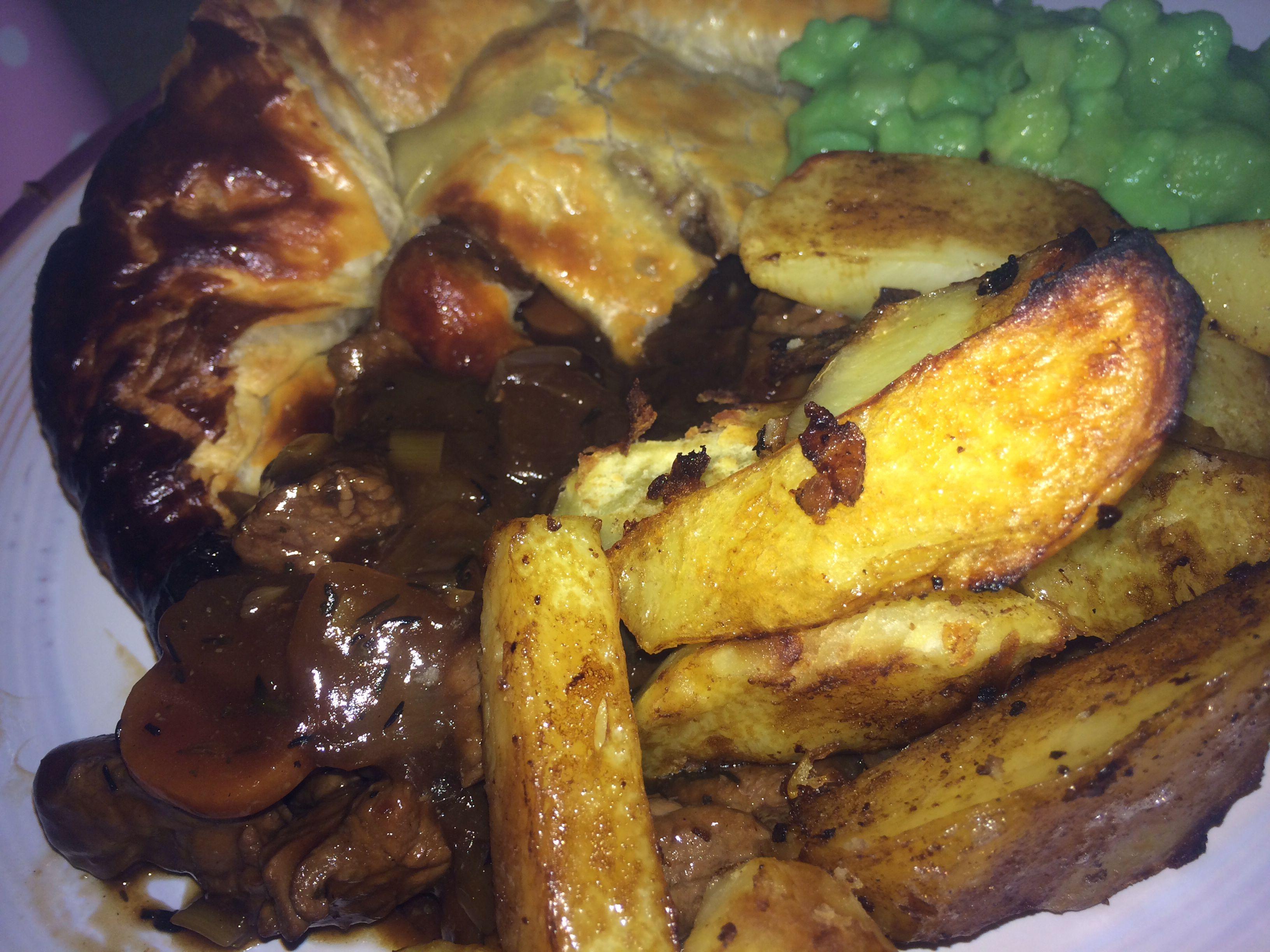 Steak pie and chip… | Pie, chips, Mushy peas, Slimming ...