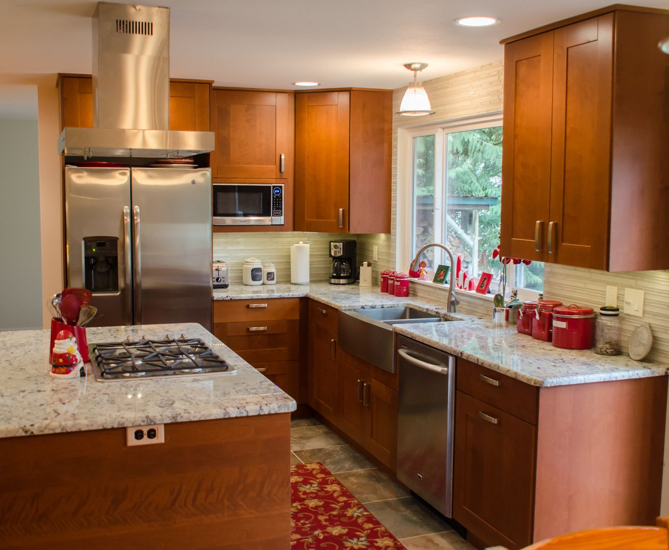 Luxury Medium Brown Kitchen Cabinets