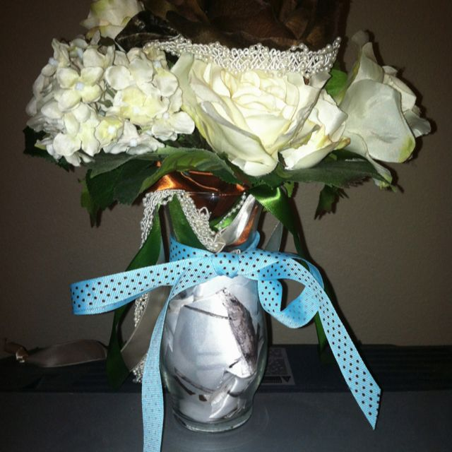 great way to keep your bouquet flower girl petals and ribbon from your bridal shower