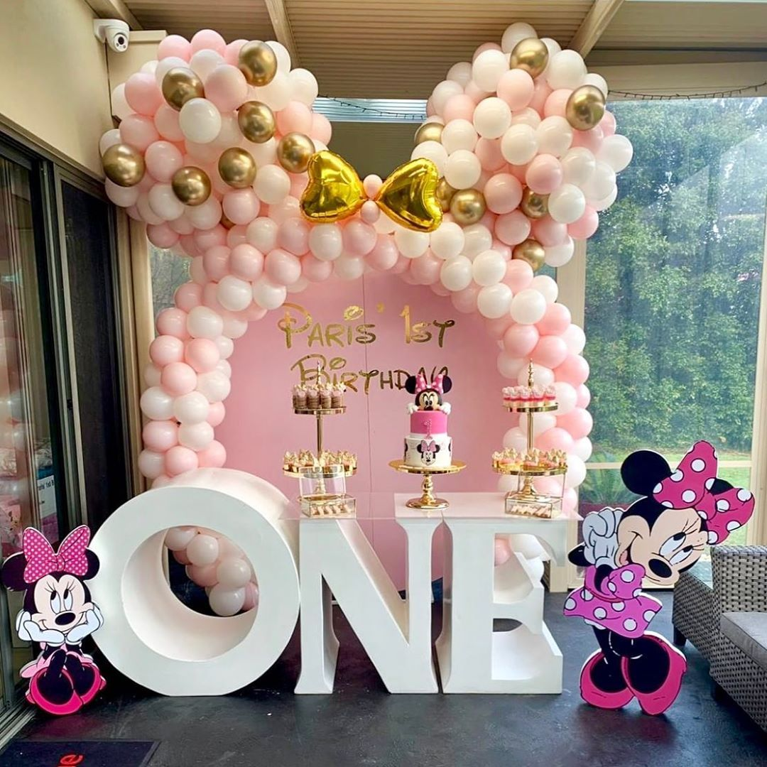 A Minnie Mouse Birthday Celebration Paris 1st Birthday Styled By Emilia Minniemouse Min Fiesta Minnie Fiesta De Minnie Mouse Decoracion Fiesta De Minnie