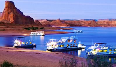House boating on Lake Powell