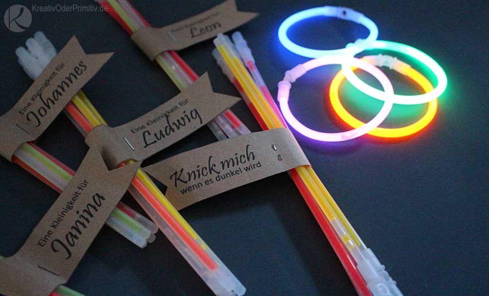 Gastgeschenk: Partyknicklichter für die Jugend Tüte Kinder Lustig vintage Retro rustikal kraftpapier selber machen diy basteln spiele #retrovintage