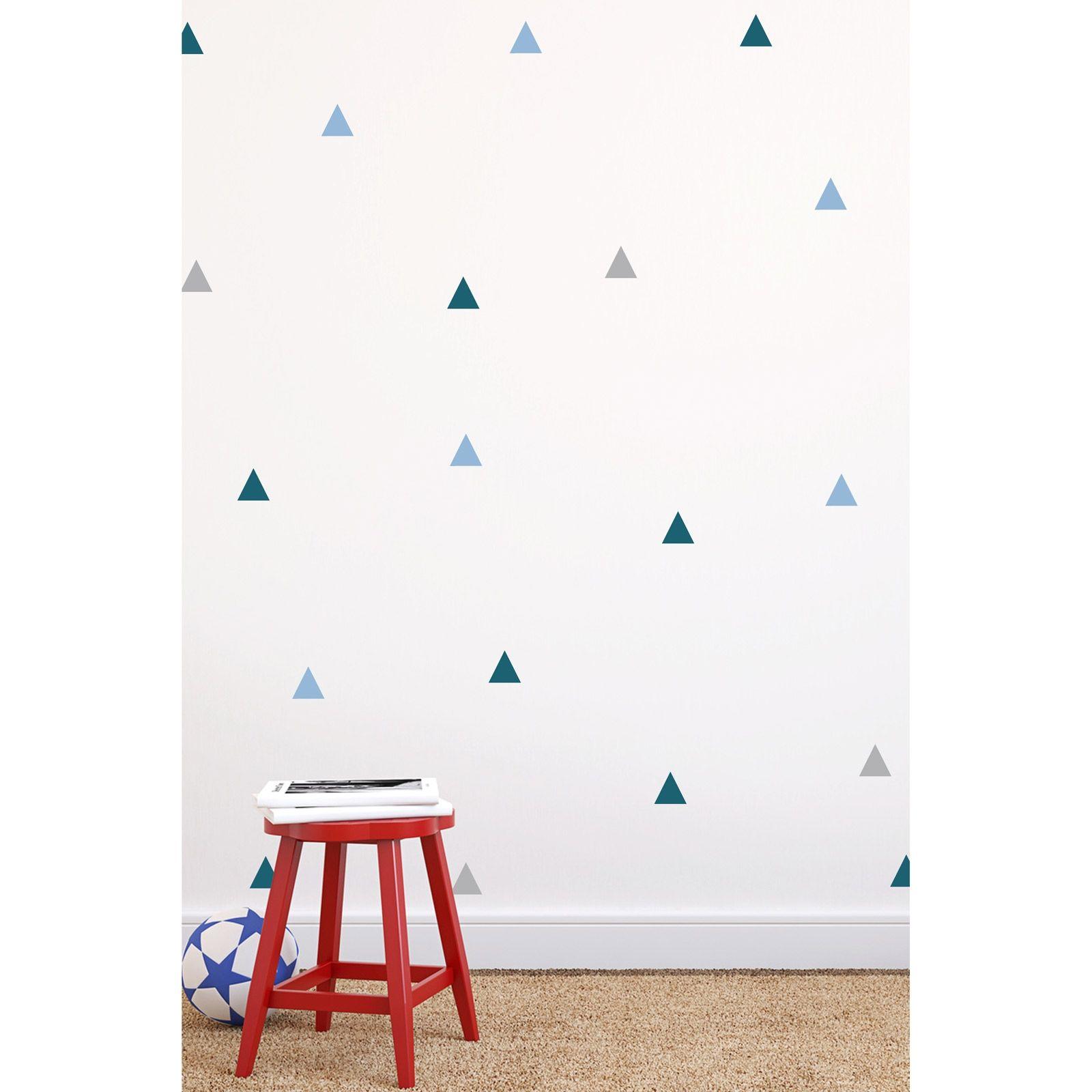 le sticker triangles bleu de funambulus apporte un l ment d coratif facile poser pour. Black Bedroom Furniture Sets. Home Design Ideas