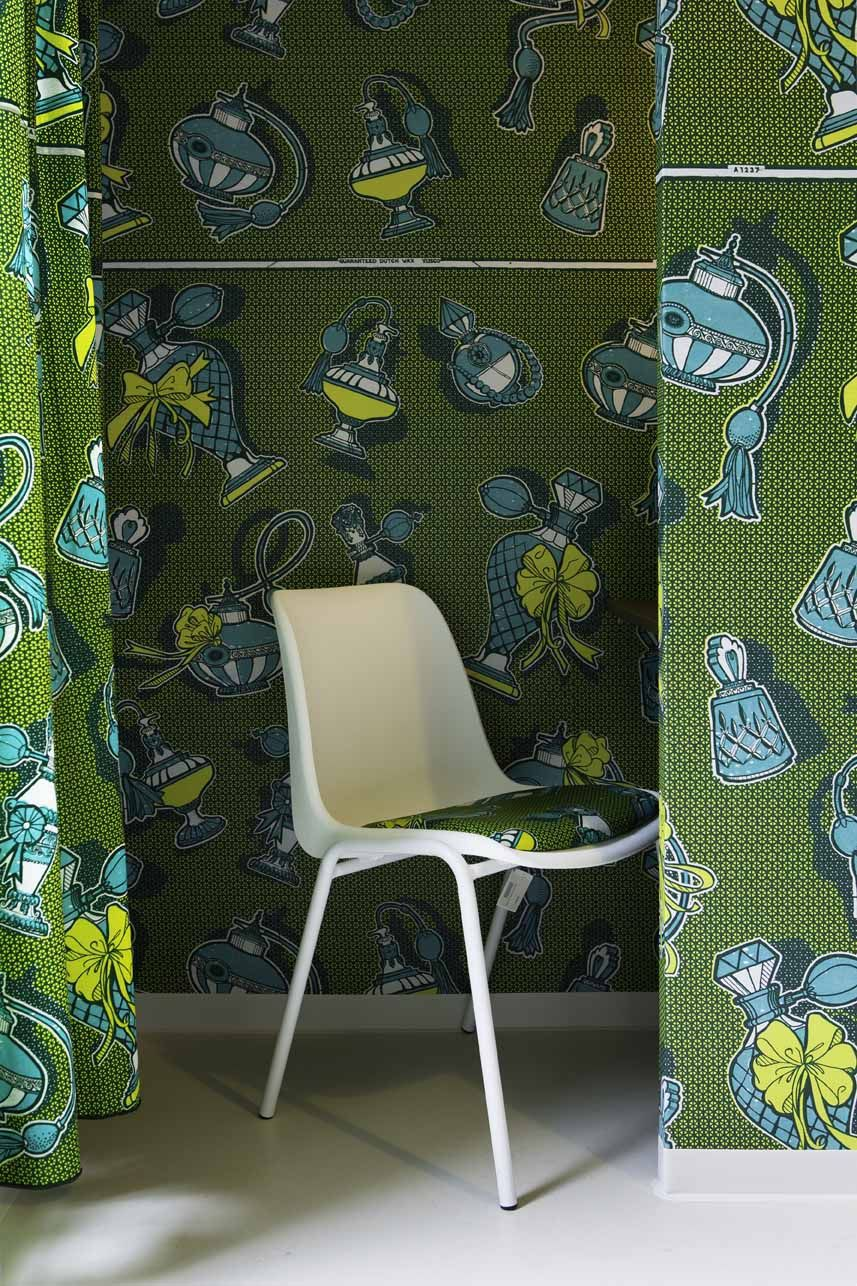 Vlisco hotel room Okay am sold - I think this is the coolest wallpaper ever #'AfricanPrints Rock!
