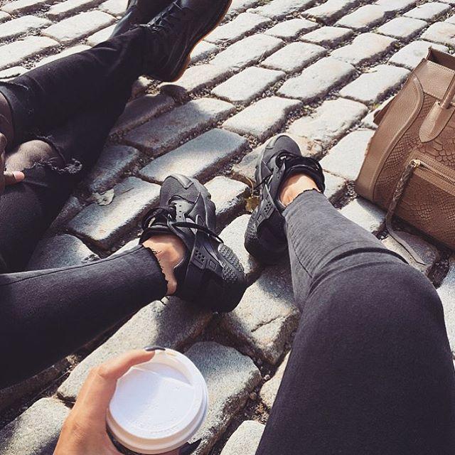 cb1e13b6c8c7 nike huarache negro outfit  girl fashion outfit style clothes hair lips  eyes beauty shoes high heels nike huarache