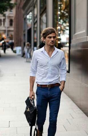 Jeans, camisa branca e cinto