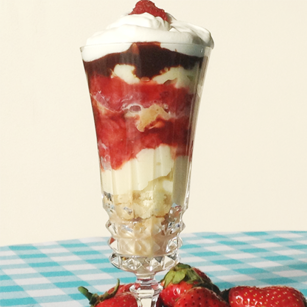 An easy and delicious strawberry trifle with homemade strawberry sauce, homemade vanilla pudding and delicious homemade cake.. Strawberry Vanilla Trifle Recipe from Grandmothers Kitchen.