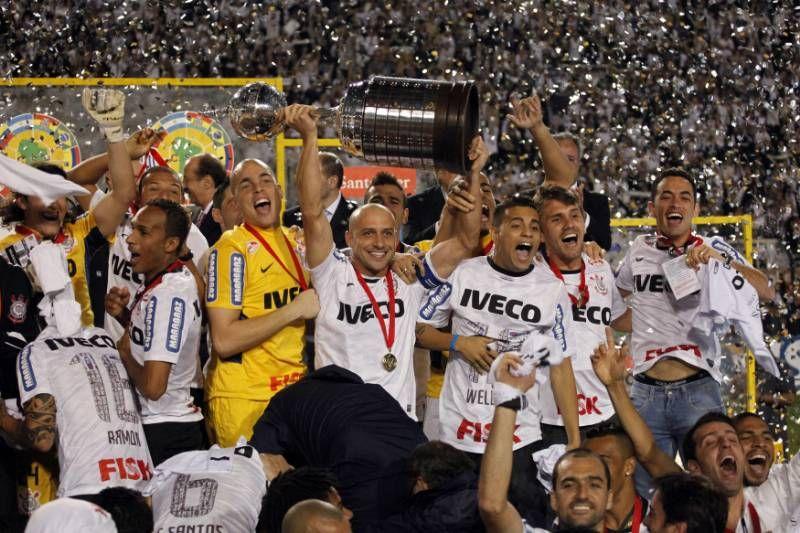 Http Www Reutersgallery Com Reutersgallery Mode View 561 T U3gbrurtk Twitter Libertadores 2012 Libertadores Da America Campeao