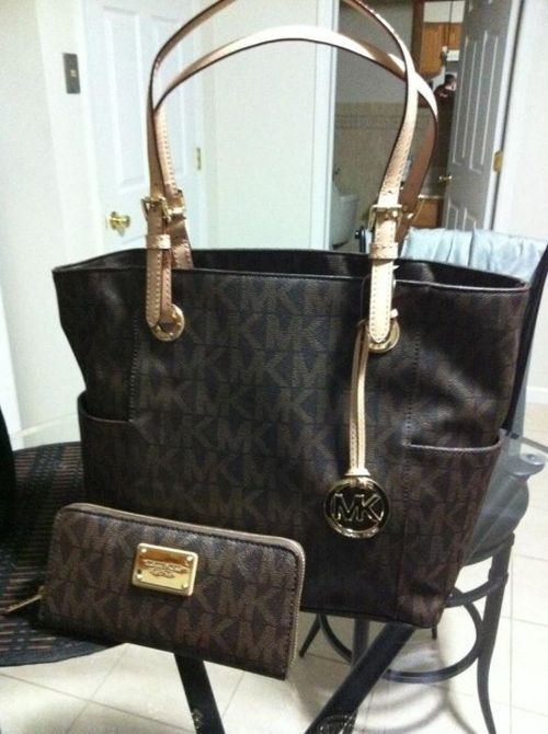823a9f8da511 Michael Kors purse and wallet....wish I had this set. So beautiful. Wishful  thinking