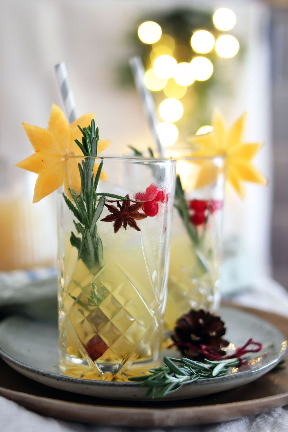 Photo of Festive Christmas cocktail with apple and pear & recipe for cinnamon syrup