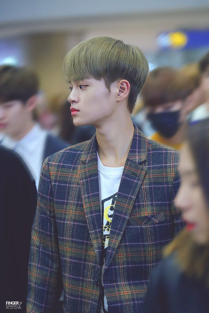 Pin by Sophia Quiñones on Wanna One Lee daehwi, Vocalist