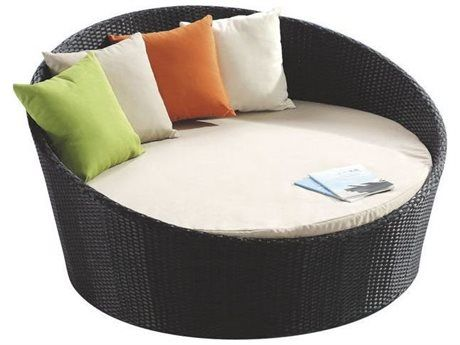 Jaavan Round Wicker Daybed