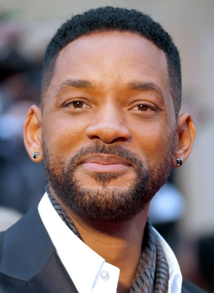 134fbd47c Will Smith presented the award for Best Picture in black diamond ear studs.