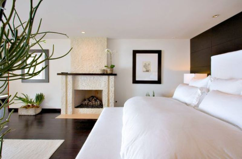 Contemporary bedroom in white with a relaxing vibe Bedroom