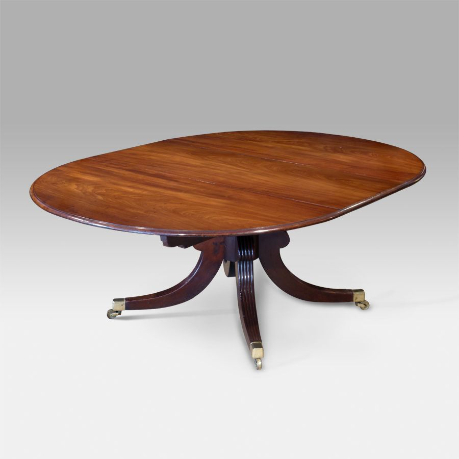 Fine mahogany dining tables - Fine Quality Late Regency Mahogany Extending Dining Table Figured Moulded Top With Central Removable Leaf