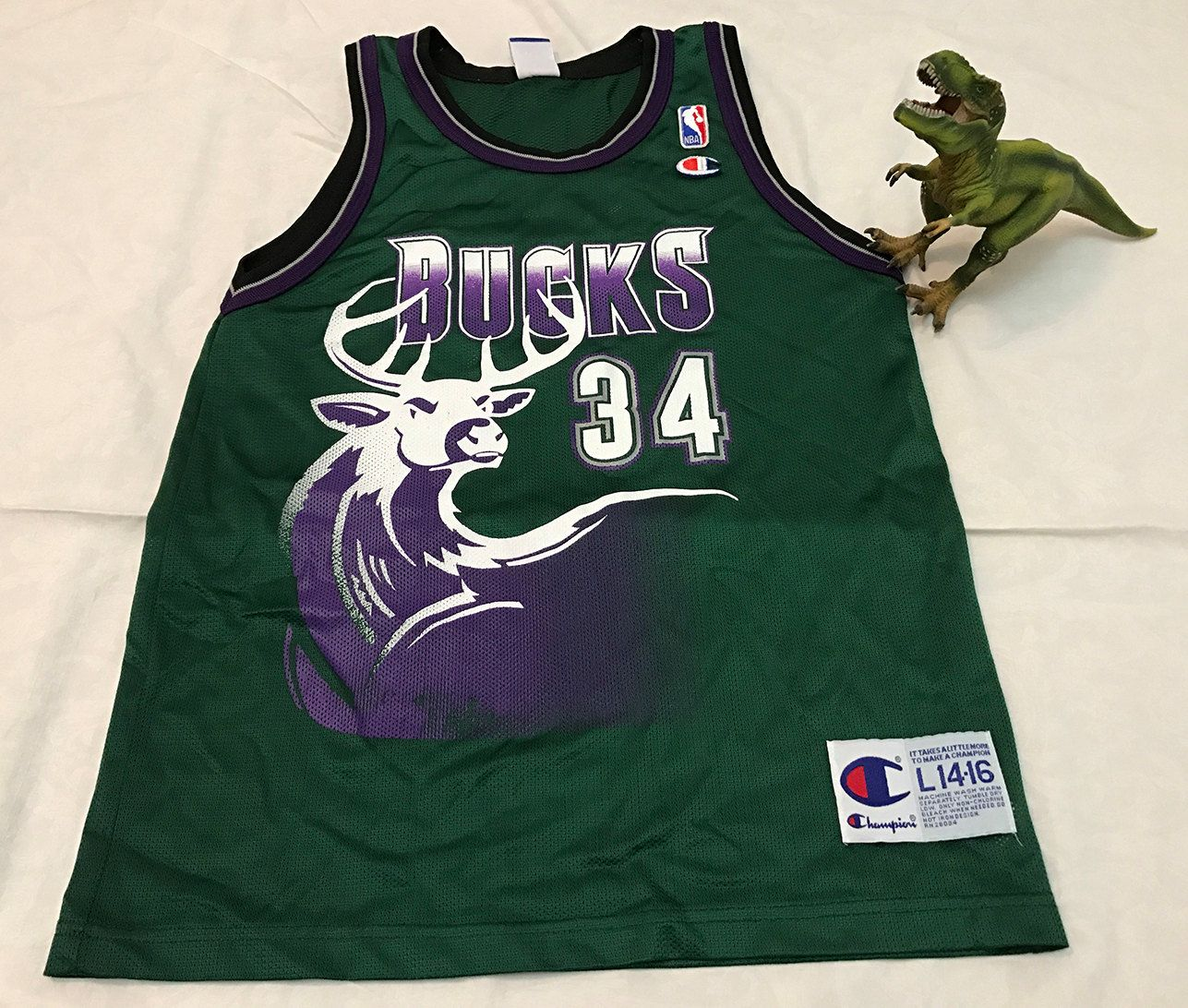 355284b69c8 Vintage 1995-1996 Champion Milwaukee Bucks Ray Allen Alternate NBA Jersey  This jersey is in excellent used condition Size  Youth Large (14-16)  Measurements  ...