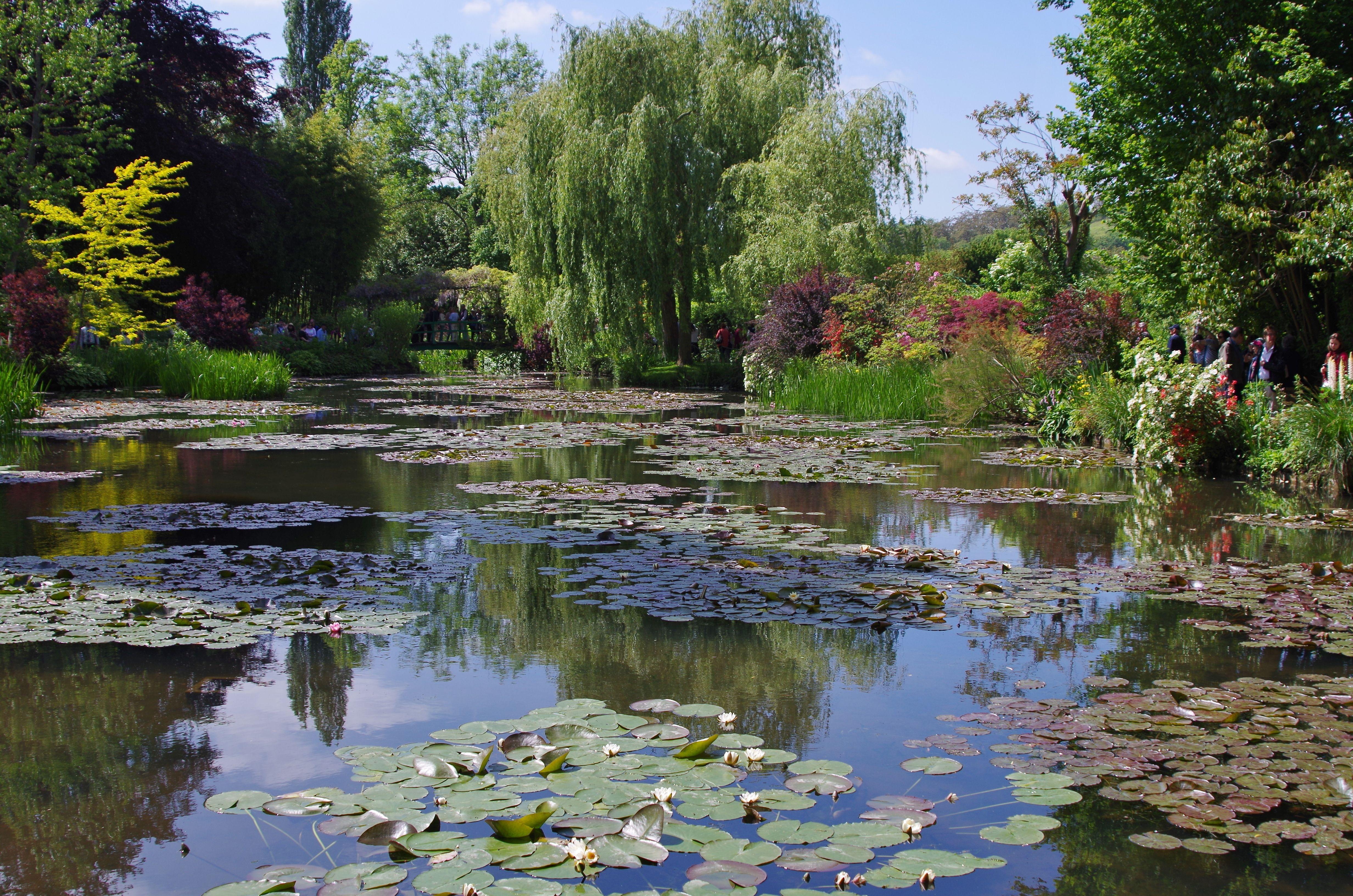 Lo stagno delle ninfee nel giardino di claude monet a giverny gardens claude monet monet e - Giardino delle ninfee ...