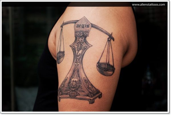 29 tatouage du signe de la balance en astrologie - 2   tatouage