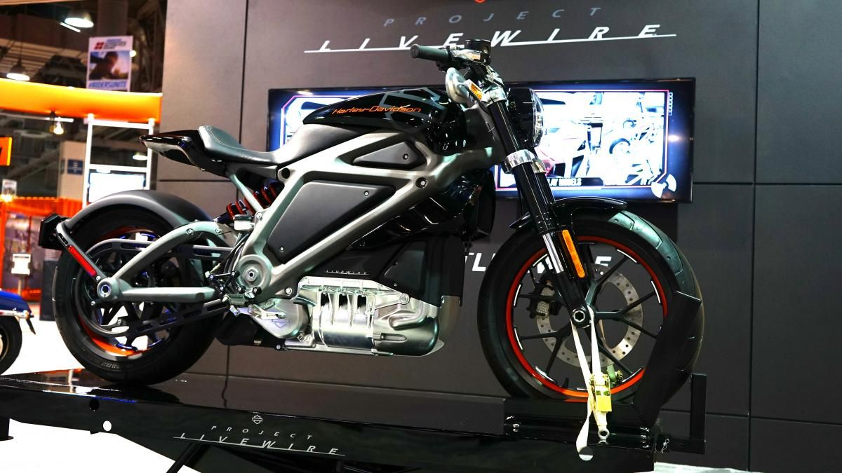 Harley-Davidson showed off its Livewire electric motorcycle. | Cafe ...