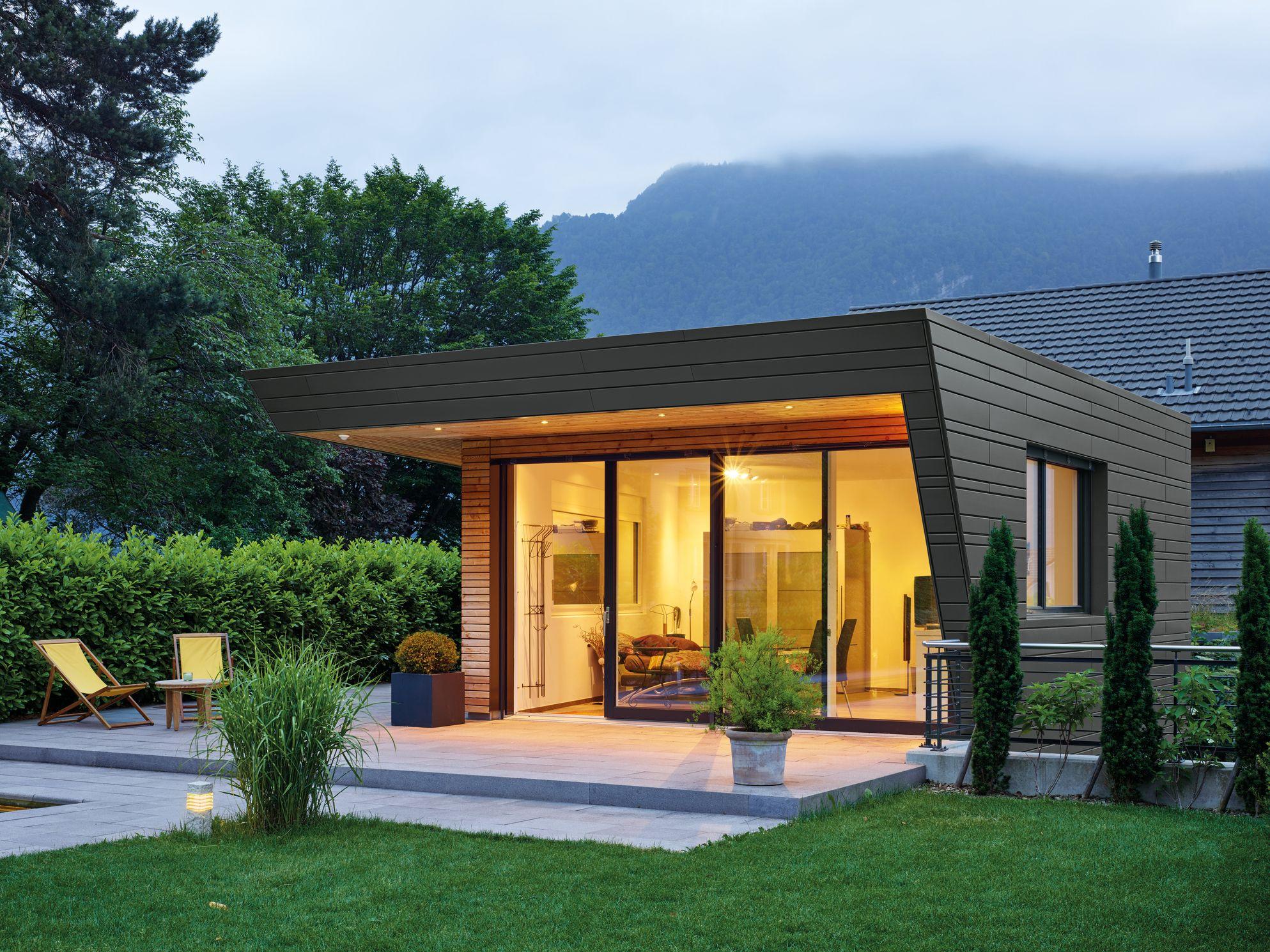 Eine Gartenhütte in der Schweiz in Rheinzink prePATINA