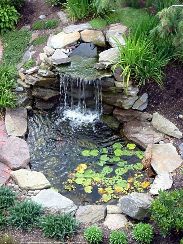 d coration de jardin avec une fontaine pour bassin bassin pierre et diy. Black Bedroom Furniture Sets. Home Design Ideas