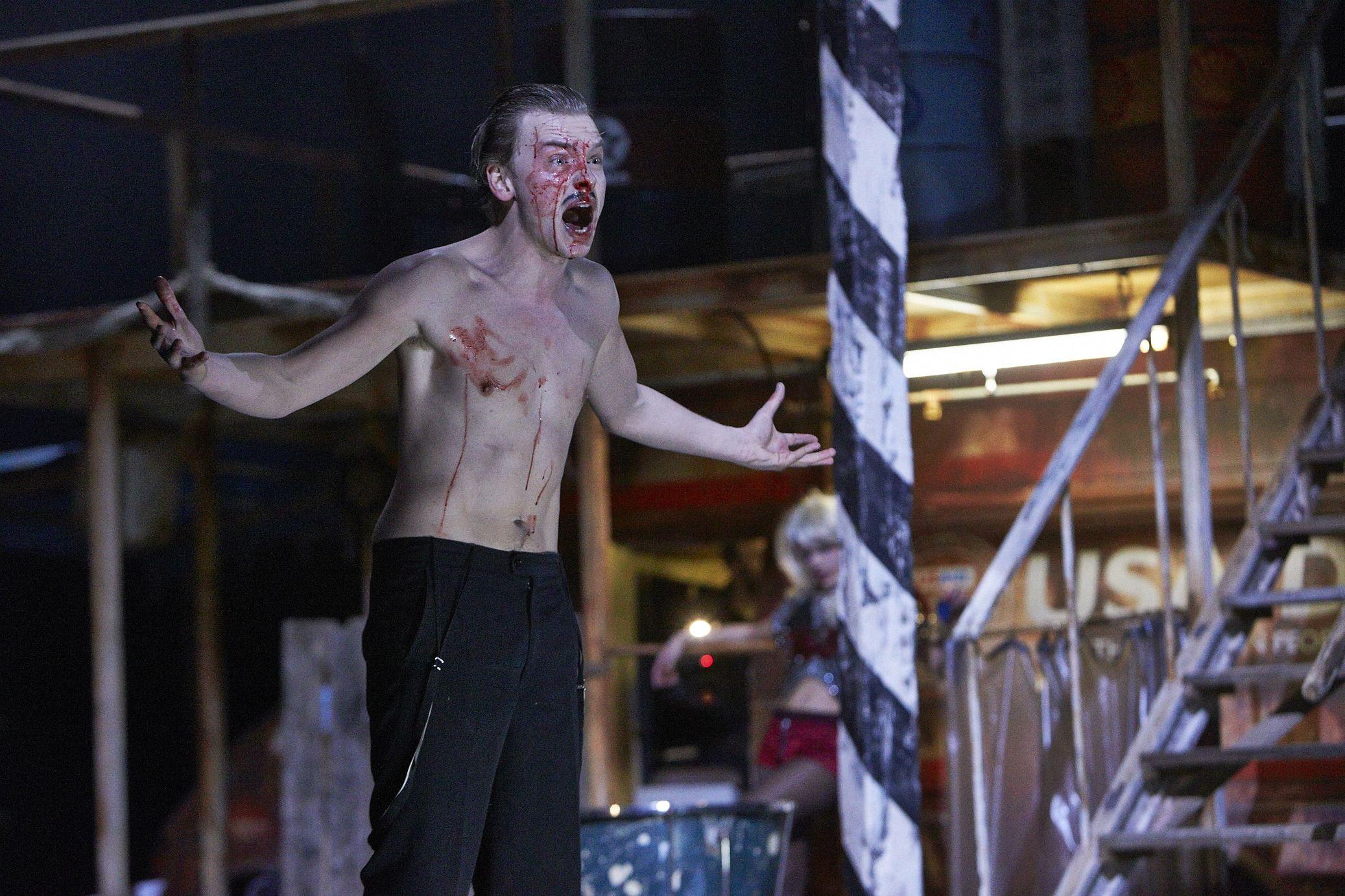 """Franz Pätzold in Louis-Ferdinand Célines """"Reise ans Ende der Nacht"""" von Frank Castorf #Reise #Buehne #Resi #Residenztheater #Theater #Castorf #Theatertreffen #TT14 (c) Matthias Horn"""