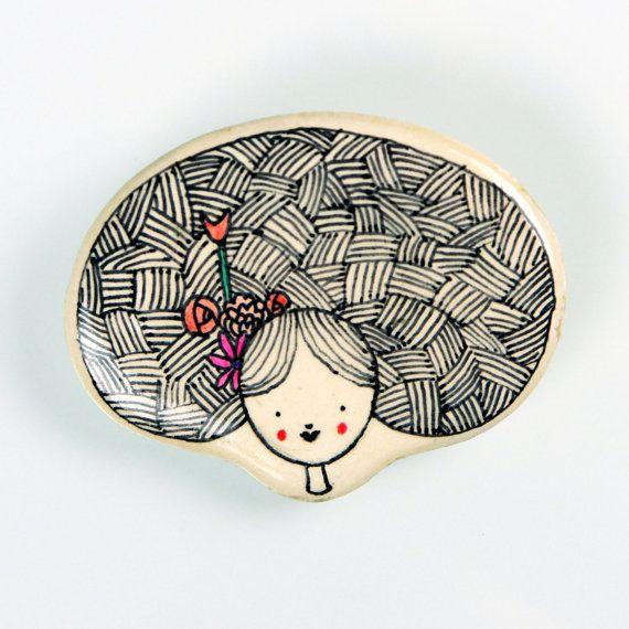 Cabezona 1. Loggerhead 1.  Broche de pasta cerámica con papel, diseñado…