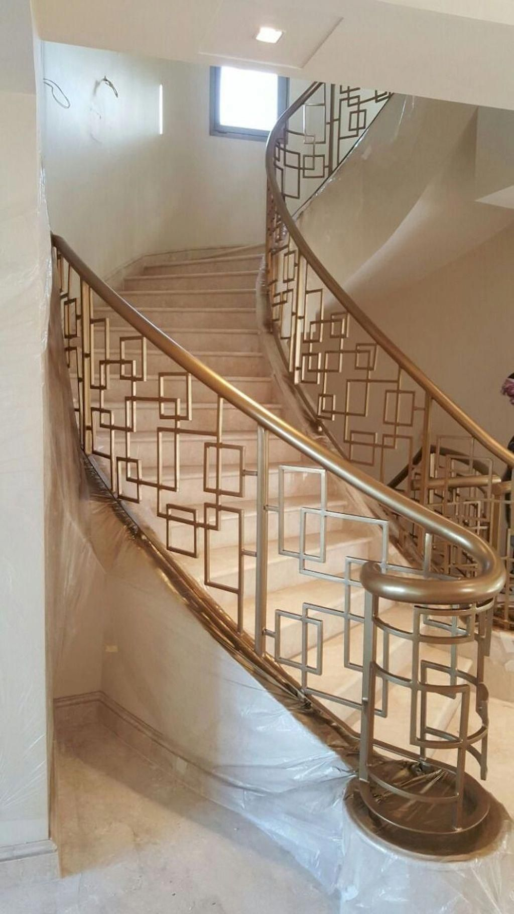 Look At This Magnificent Photo What An Original Version Craftsmanstaircase In 2020 Staircase Railing Design Staircase Design Outdoor Stair Railing