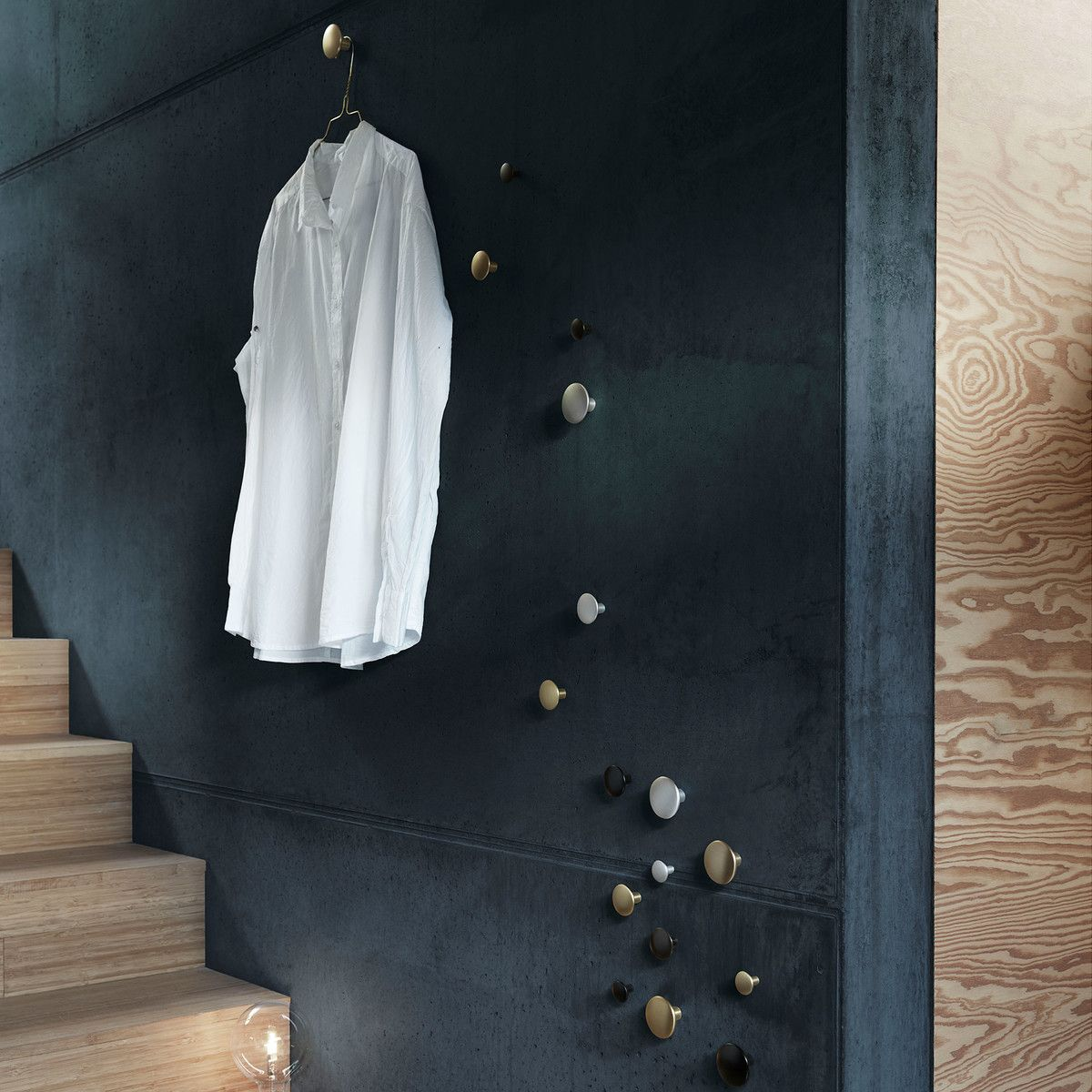 "Wandhaken ""The Dots Metal"" 5er Set von Muuto | Connox"