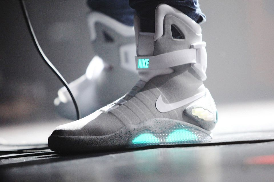 Nike Teases Air Mag Release Date On Twitter Gears For Life Nike