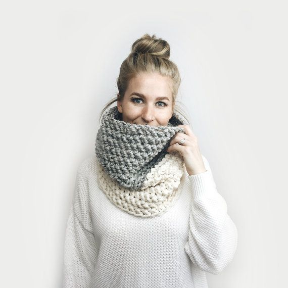 Cowl Infinity Scarf, Chunky Knit ⨯ The Delmas 2.0 ⨯ in GRAY + CREAM