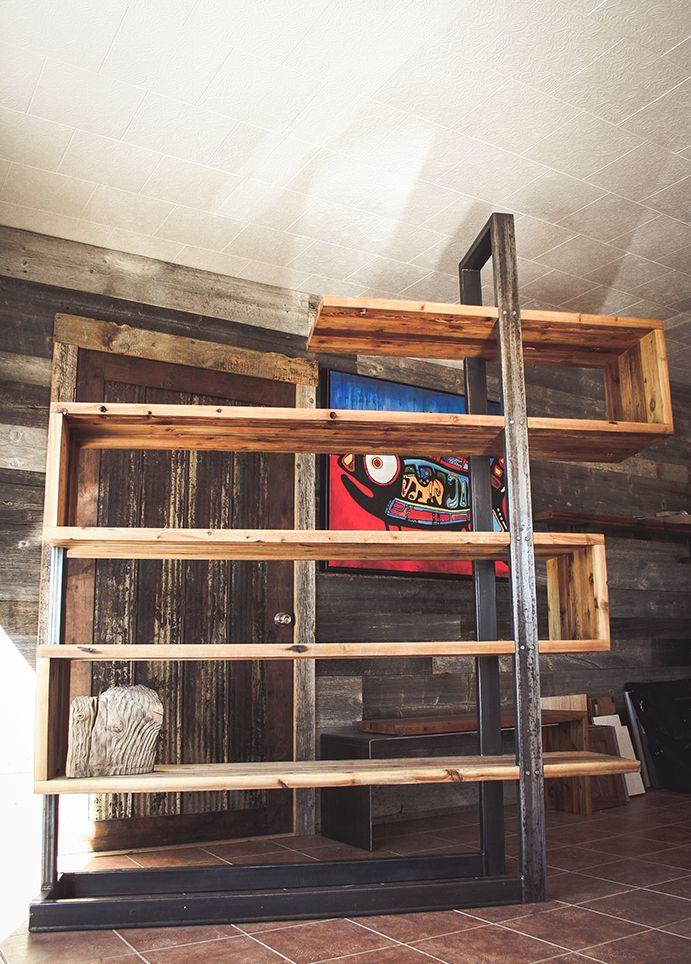 biblioth que en bois de grange et en m tal fabriqu e par. Black Bedroom Furniture Sets. Home Design Ideas