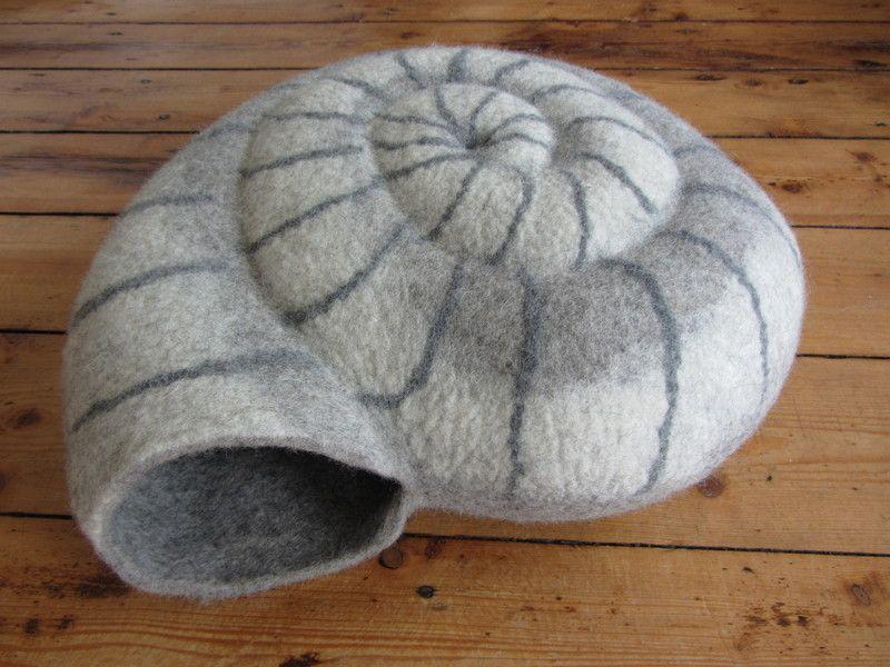 hier wird sich deine katze wohl f hlen eine sehr fest und dick gefilzte katzenh hle in der. Black Bedroom Furniture Sets. Home Design Ideas