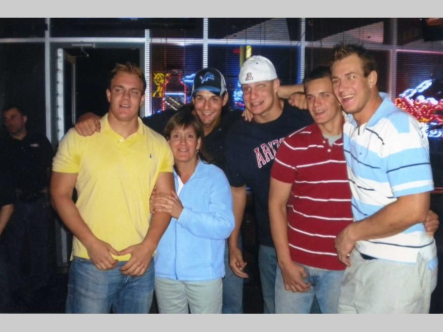 The Gronkowski brothers with mom Diane   Football-New