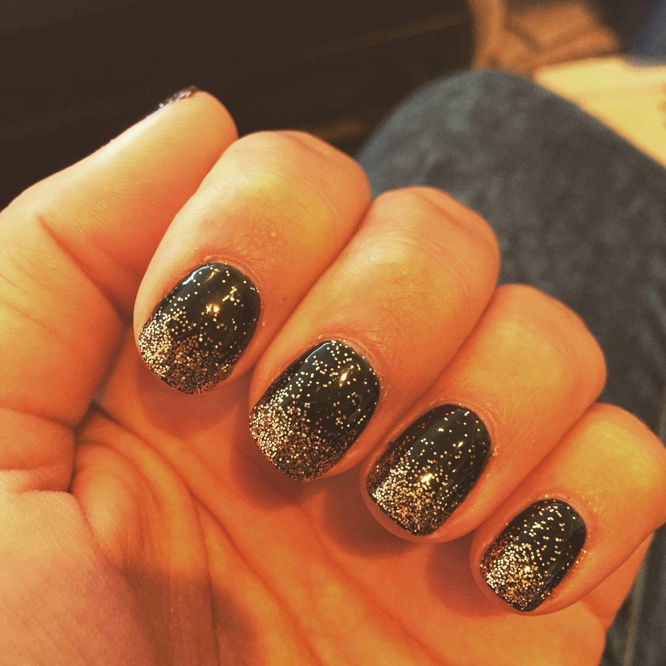 Ombré nails black gold