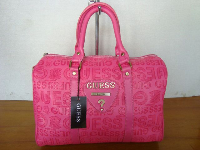Pink Guess Bag :: i dont like pink but this purse us pretty nice ...