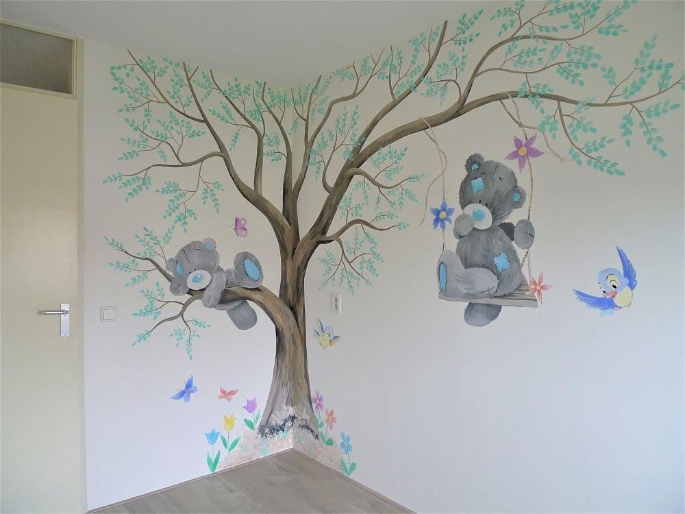 Babykamer In Hoek : Babykamer muurschildering van een boom in de hoek met beertjes