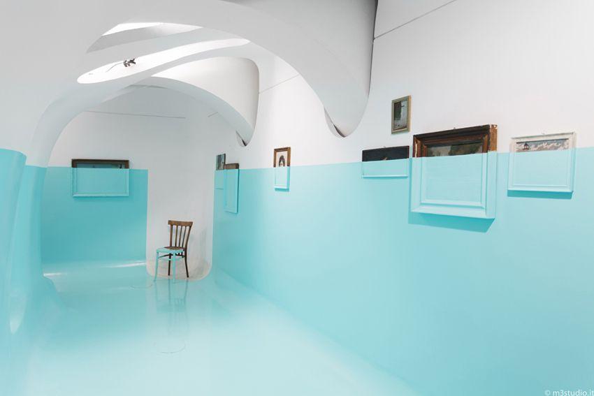 Estamos habituados a ver apenas paredes pintadas e neste caso parece que o chão e as paredes estão ligadas. A forma como uma simples pintura pode ser original e destacar-se das outras.