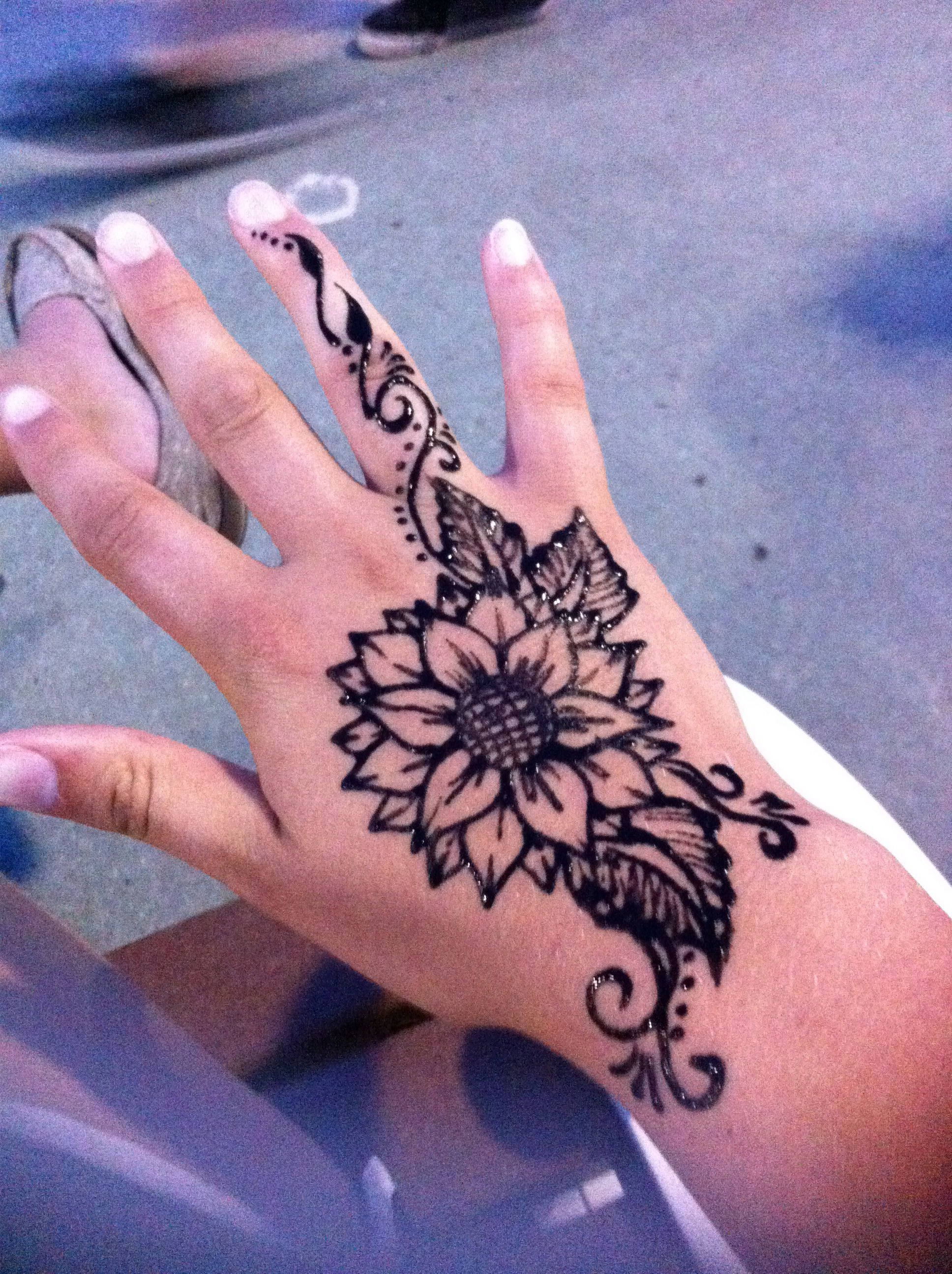 Sunflower Henna Tattoo Henna Tattoo Designs Simple Henna Tattoo Henna Tattoo