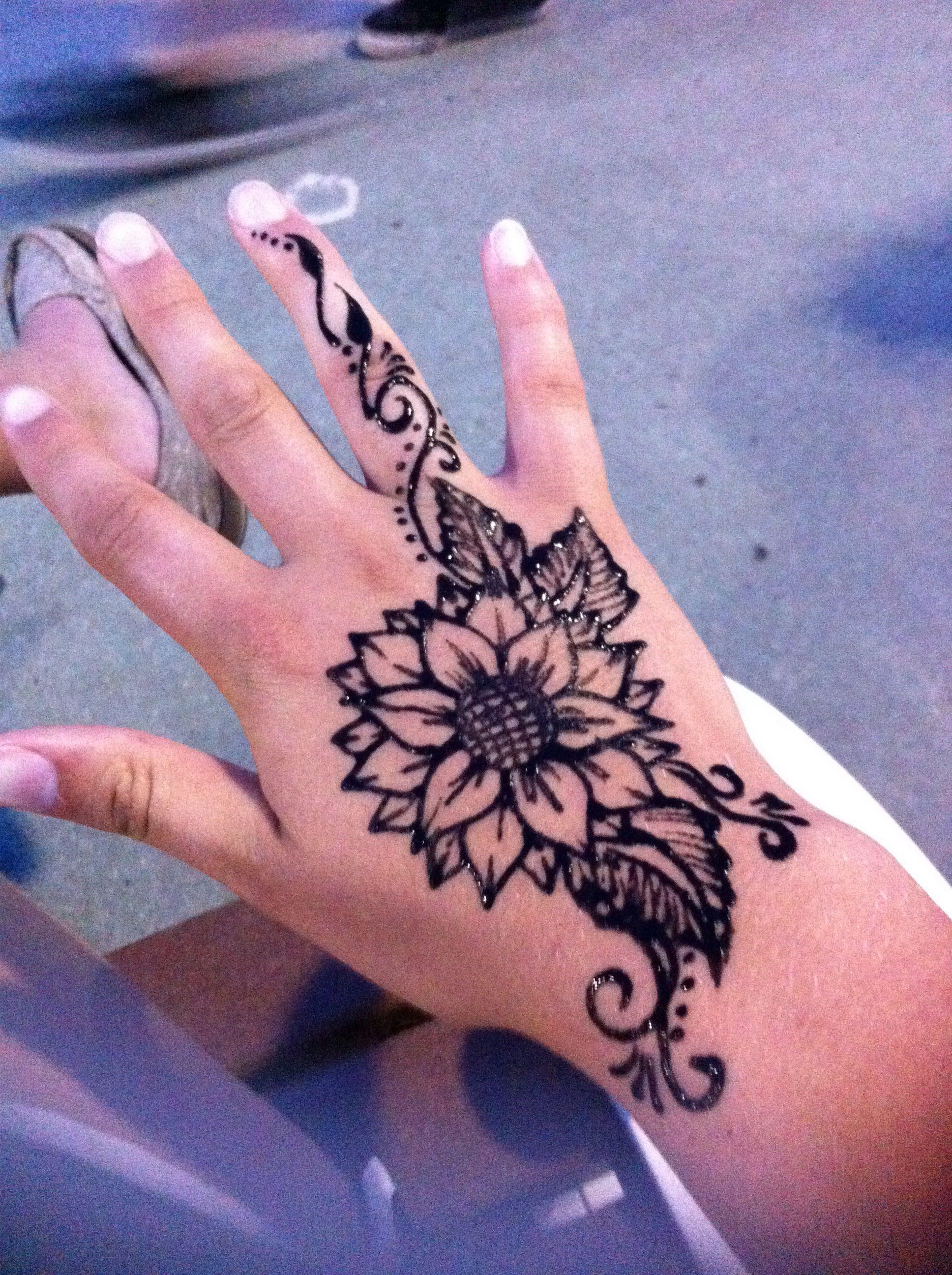 Sunflower henna tattoo Henna tattoo designs, Henna