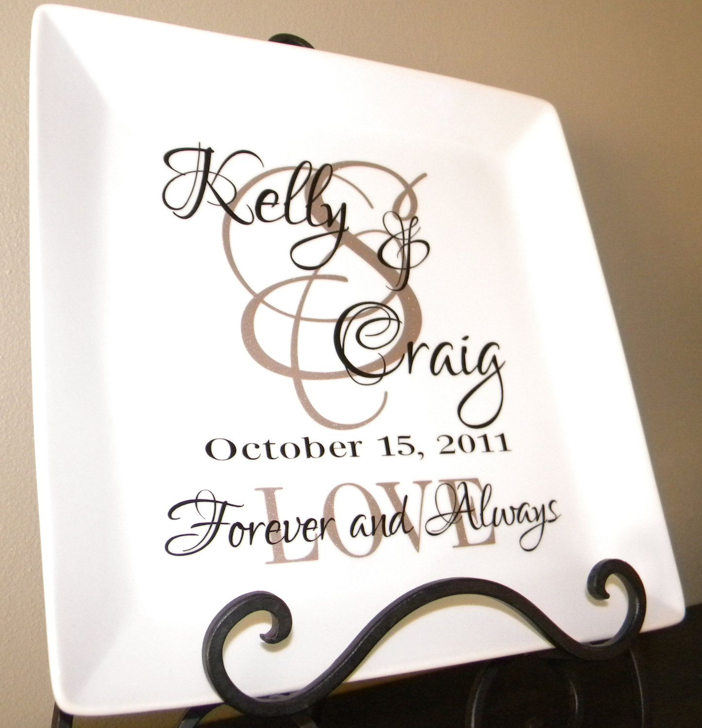 Personalized Wedding Gift Plate Anniversary Gift For Couple Etsy Personalized Wedding Gifts Wedding Plates Personalized Personalized Wedding Gifts Couple
