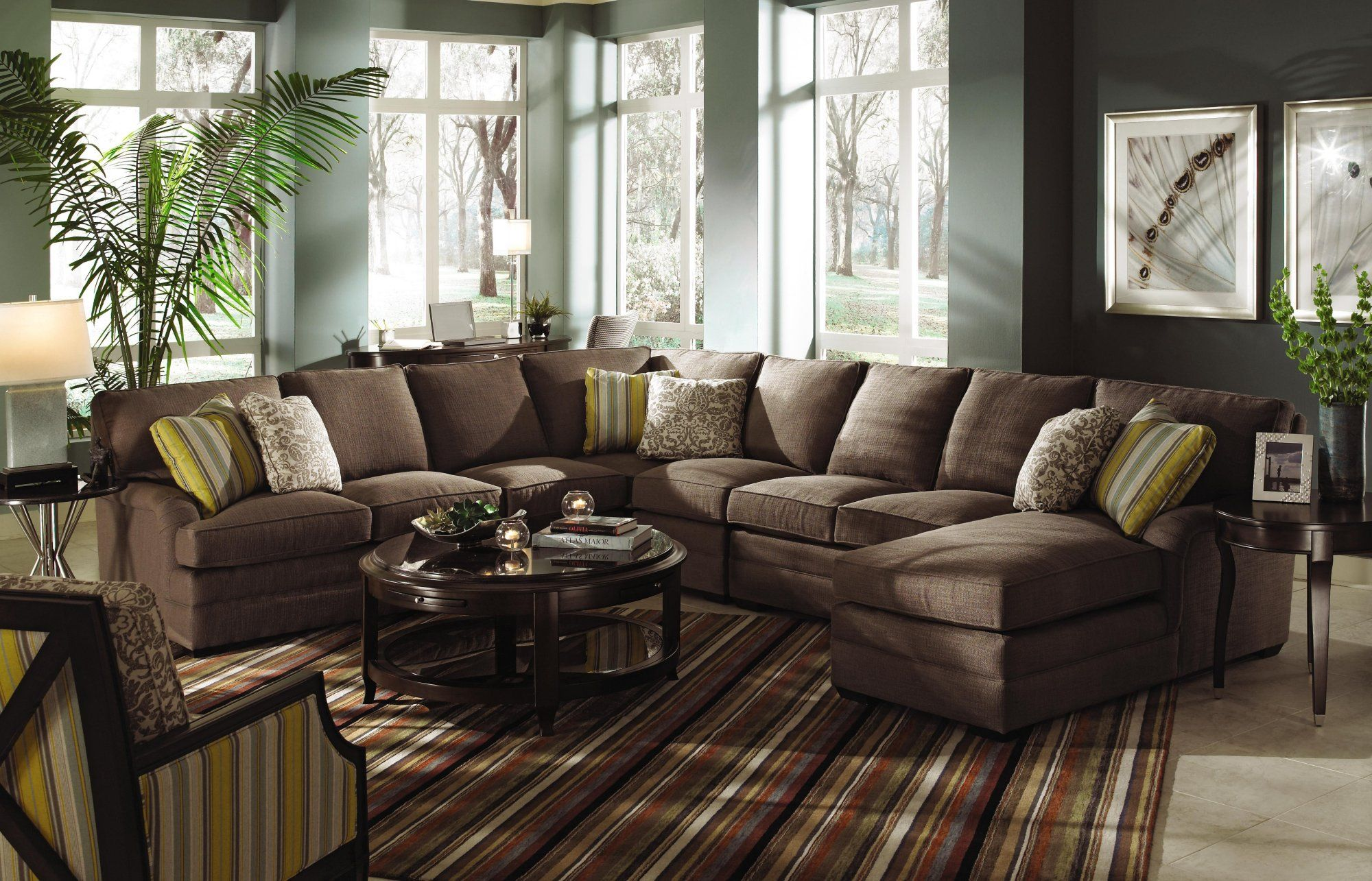 Ashton sectional Upholstered in an extra thick and luxurious
